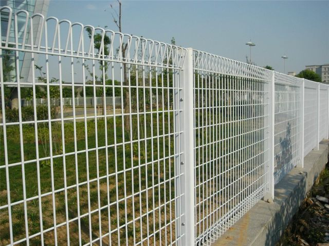 nice and tidy weldmesh fence