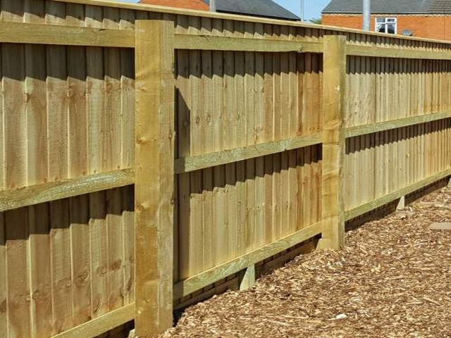 Bathgate Fencing closeboard completed
